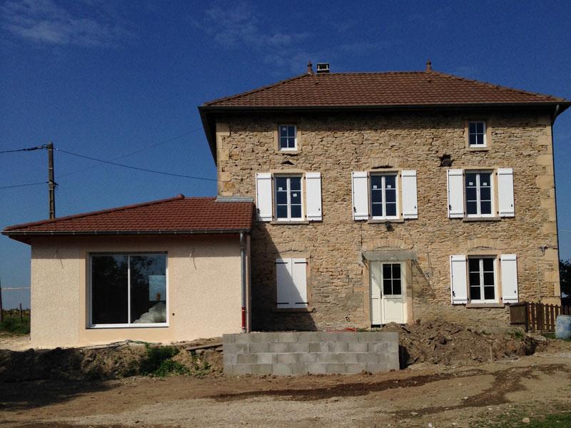 Extension maison en pierre great surface rnovation sur m for Agrandissement maison architecte ou pas