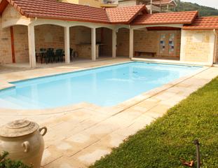 Terrasse couverte et piscine à Bourgoin-Jallieu (38300)